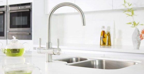 chrome-kitchen-taps